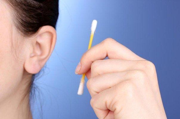 Как правильно чистить уши?