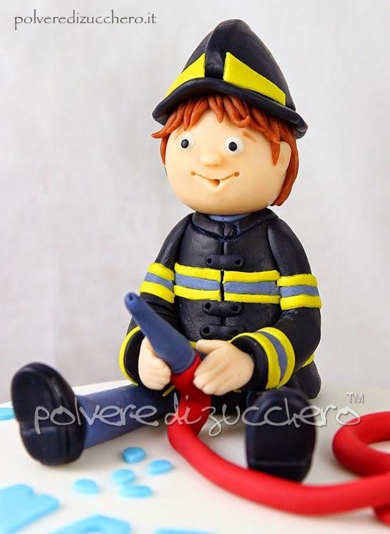 torta pompiere, fireman cake http://www.polveredizucchero.com/2015/03/torta-decorata-con-pompiere-per-il.html