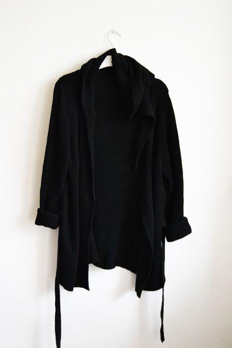 Sweter czarny oversize luźny z kapturem długi ciepły ciemny sweterek bluza