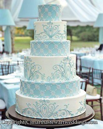 雪の結晶をイメージさせる白x水色のケーキ♪ 真冬のウェディングのアイデア。結婚式/ブライダルの参考に☆