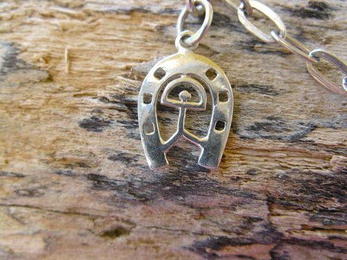 Horseshoe_charm in silver