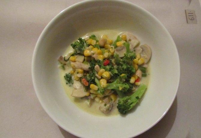Zöld curry gombával, brokkolival, kukoricával