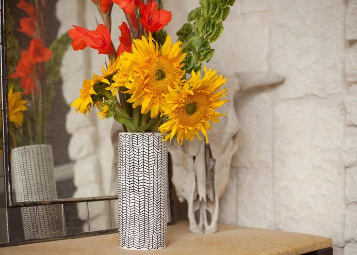 DIY herringbone vase and an awesome supply giveaway from Elmer's + X-ACTO: Diy Ideas, Awesome Crafts, Crafts Ideas, Mothers Day Gifts, Diy Herringbone, Gifts Ideas, Herringbone Vase, Hostess Gifts, Diy Vase