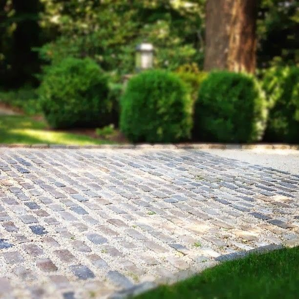 :: Havens South Designs :: loves this driveway done in brick and crush & run.