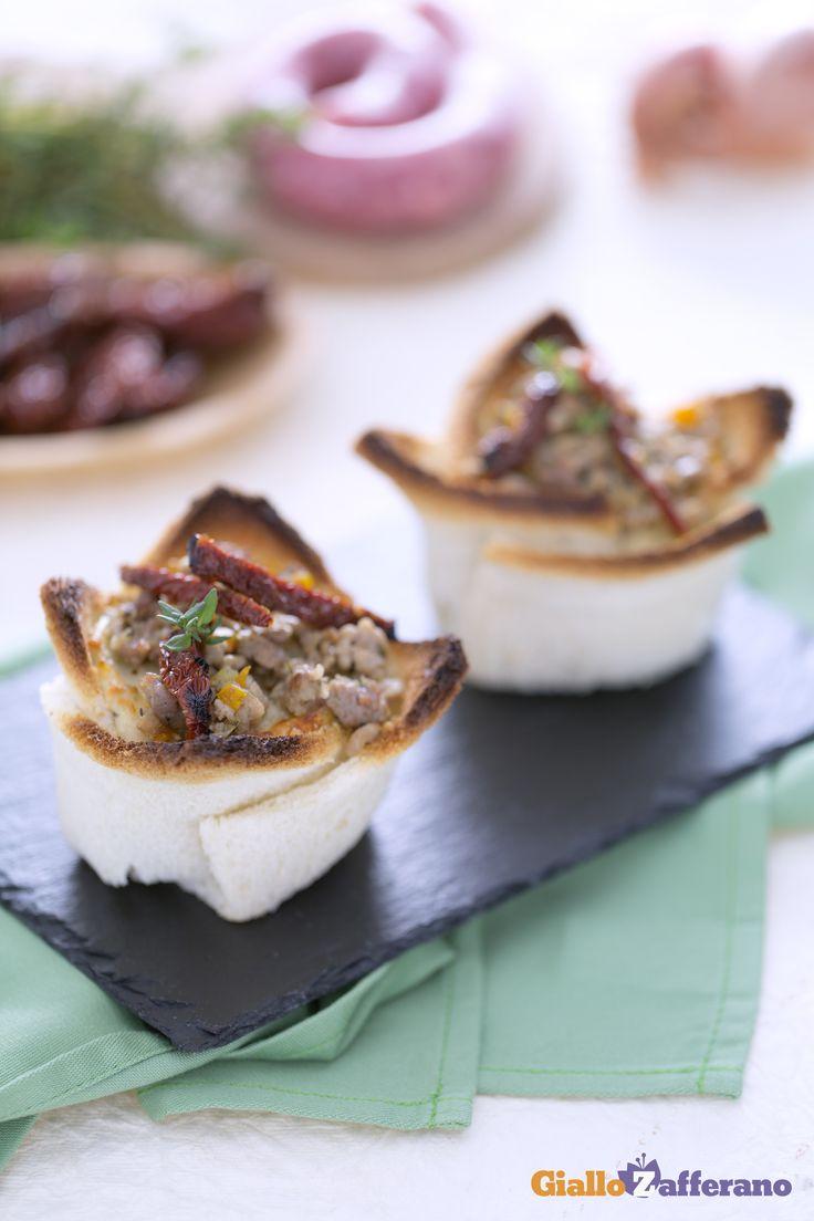 I cestini di pancarrè ripieni (stuffed sandwich bowls) sono un antipasto gustoso, perfetto per iniziare un pranzo o una cena in compagnia. #ricetta #GialloZafferano #Natale #Christmas http://speciali.giallozafferano.it/natale
