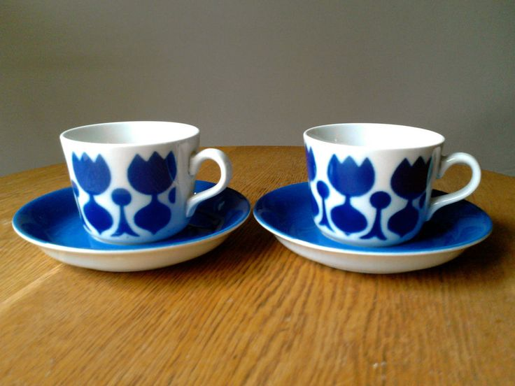 Arabia Finland Tulppaani cups and saucers