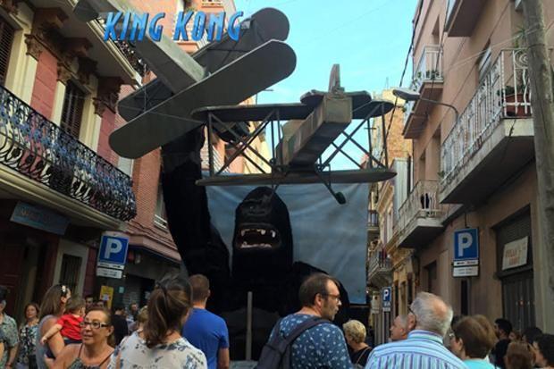 Festes de Sants 2015. Alcolea de Dalt. Decoració King Kong. Primer premi