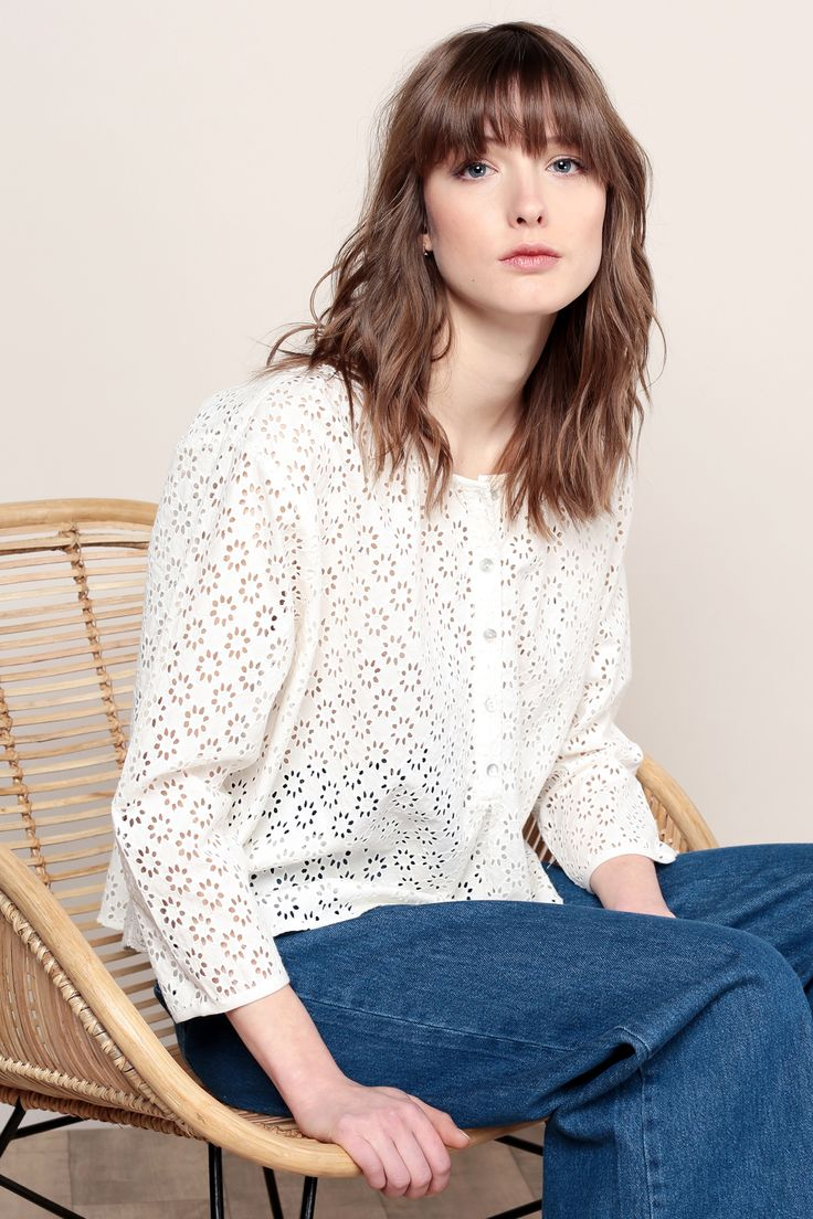 Blouse ample blanche broderie anglaise zoom