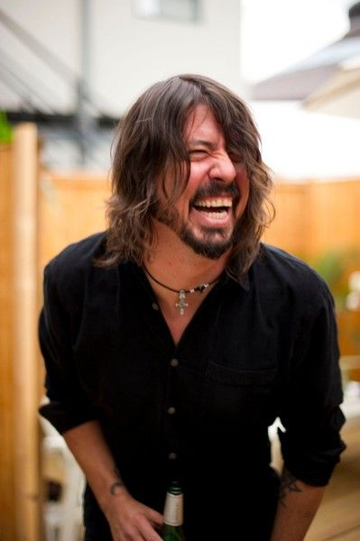 Love Dave Grohl *Foo Fighters <3 An intelligent, TALENTED musician who insisted they record their latest album at home so he could be with his family?? What a man.