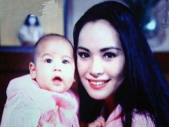 Dewi sukarno avec pretty karina