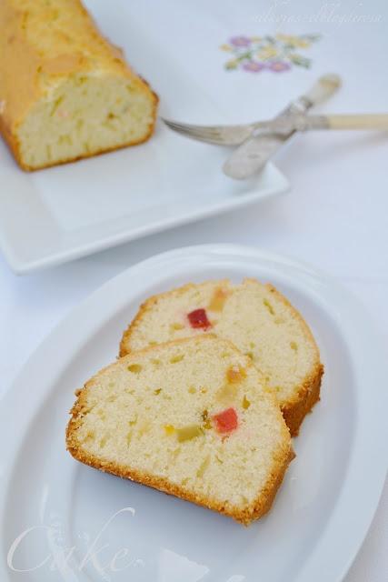 Cake   http://milhojas-elblogderosa.blogspot.com.es/2013/01/cake-clasico-de-fruta-confitada.html