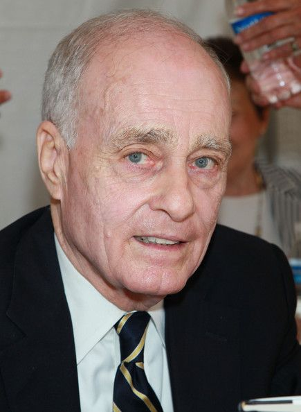 """Vincent Bugliosi, Sr., the attorney who prosecuted & won convictions against Charles Manson and his female followers and later wrote """"Helter Skelter"""", died Jun 6th at the age of 80."""