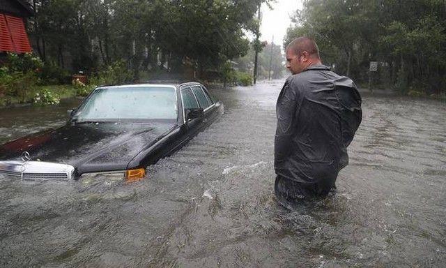 Τυφώνας Μάθιου: Σε κατάσταση έκτακτης ανάγκης η Βόρεια Καρολίνα: Σε κατάσταση έκτακτης ανάγκης κήρυξε ο Μπαράκ Ομπάμα την πολιτεία Βόρεια…