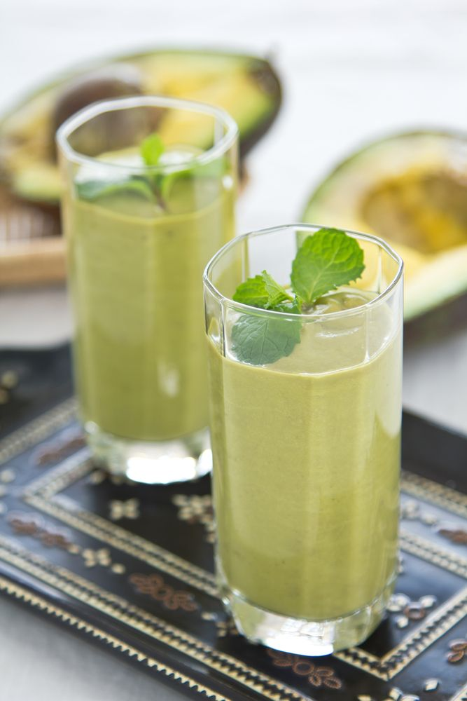 This Immune Booster Smoothie is under 200 calories and is a healthy, green way to start a morning.