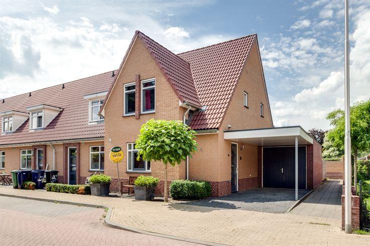 Nieuw in de verkoop, Meester Ansinkweg 15, Austerlitz In de wijk ''Ville Verte'' staat deze royale hoekwoning met carport, de woning is gebouwd in 2009. Voornamelijk jonge