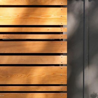motif des planches pour l'habillage des portes du salon
