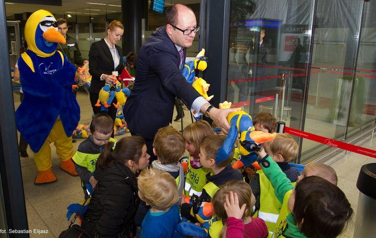 Celebrating 3 millionth passenger at #AirportGdansk in year 2014! #3million #airport #epgd #mascott #mayor #gdansk; photo: Sebastian Elijasz / Port Lotniczy Gdańsk