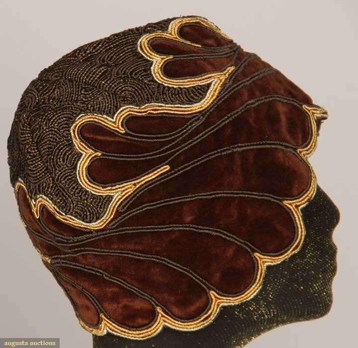 Augusta Auctions - Velvet Cloche 1920's