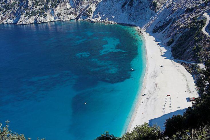 Myrtos Beach in Grecia: questo mare azzurro è uno spettacolo | WePlaya