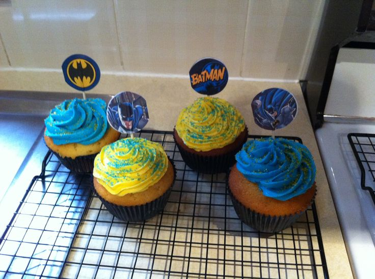 Batman cupcakes from kit