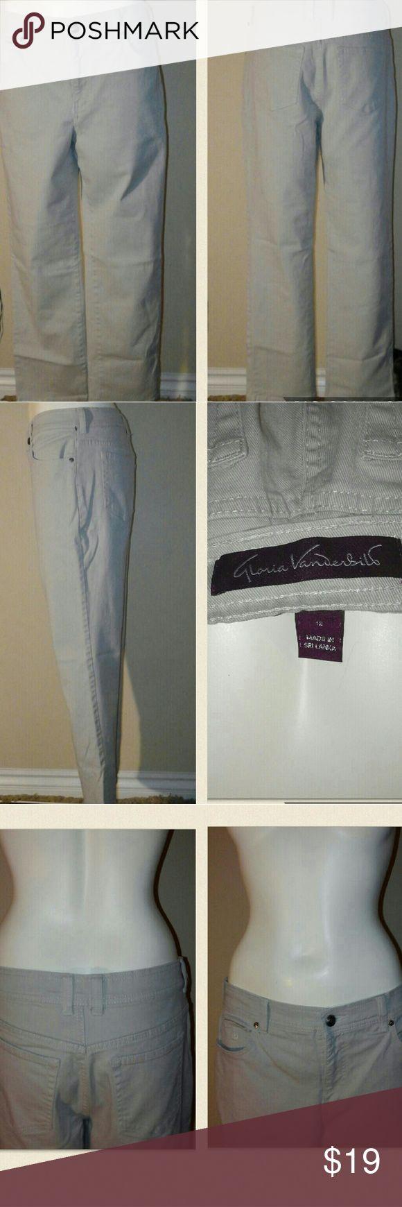 Gloria Vanderbilt Womens Short tan beige jeans. Short Tan beige Jeans Straight Leg Stretch 29 inseam. Gloria Vanderbilt Jeans Straight Leg