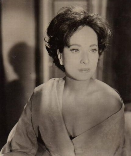 Merle Oberon- man looks just like my mother when she was ...