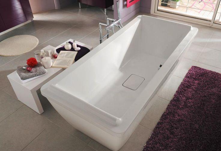 Optez pour la baignoire droite acryl Sofa. Son double dos et son repose-tête intégré en font un modèle confortable et de plus, certifié NF.