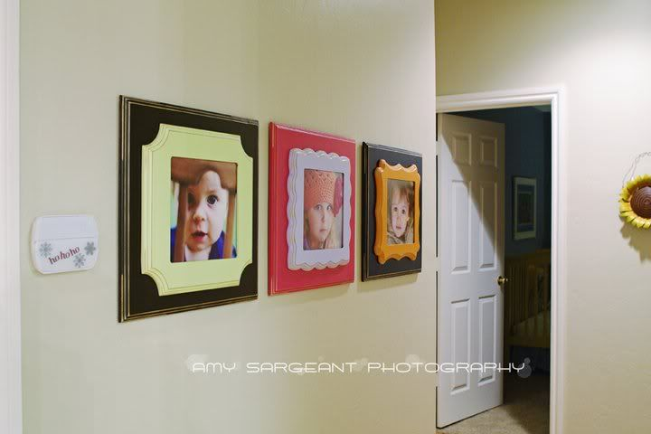 This hallway wall display is a fun way to use a unique mix of colors & frame styles while keeping a consistent look. | Frames via The Organic Bloom