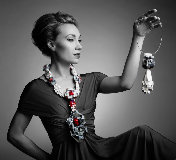 La Reine de Pelerin neckpiece © emiko oye 2013. Photo © Marc Olivier Le Blanc 2016