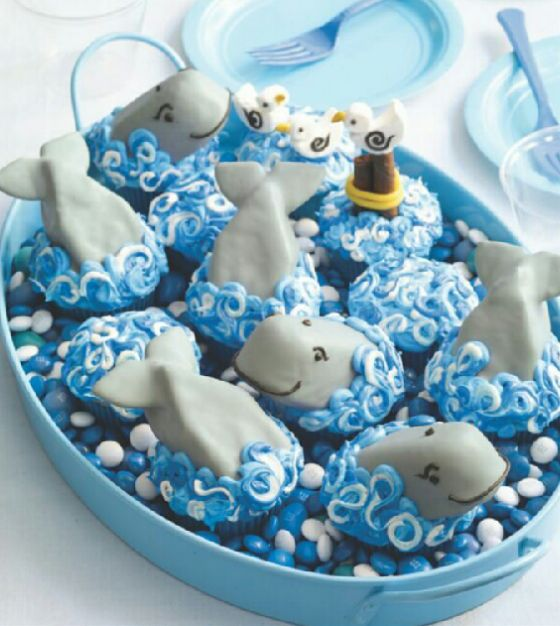 Cute whale cupcakes! the whales are made from frosted Twinkies and the fins are chocolate wafers. Not my recipe.