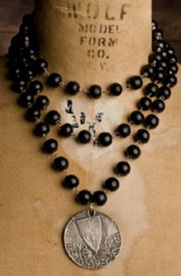 Joan of Arc - like this!: Arc Black, Jewerly Necklaces, Shannon Koszyk, Black Wood, Joan Of Arc, Fashion Necklaces, Wood Necklaces, Jewelry Ideas, Wood Jewelry