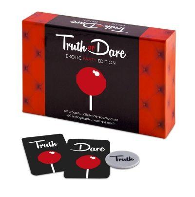 tease & please | Truth or Dare, Erotic Party Edition   69 vragen..., alleen de waarheid telt 69 uitdagingen..., voor wie durft  Het spel bestaat uit 69 pikante vragen en 69 uitdagende opdrachten, is gewaagd, ondeugend en spannend! 'Truth or Dare' is bedoeld voor 3 of meer vrienden. Bepaal met behulp van de munt welke kaart je moet pakken. Bij een 'Truth'-kaart verdien je alleen punten met een eerlijk antwoord. Bij een 'Dare'-kaart krijg je punten als je de uitdagende opdracht volbrengt.