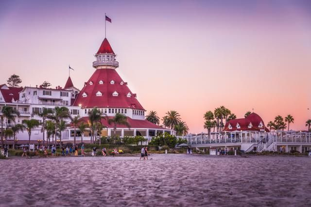 Guide to California beach hotels that are really on the beach - well rated by guests - good value for money