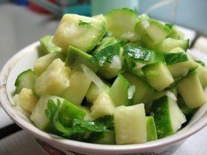 Салат из авокадо с яблоком