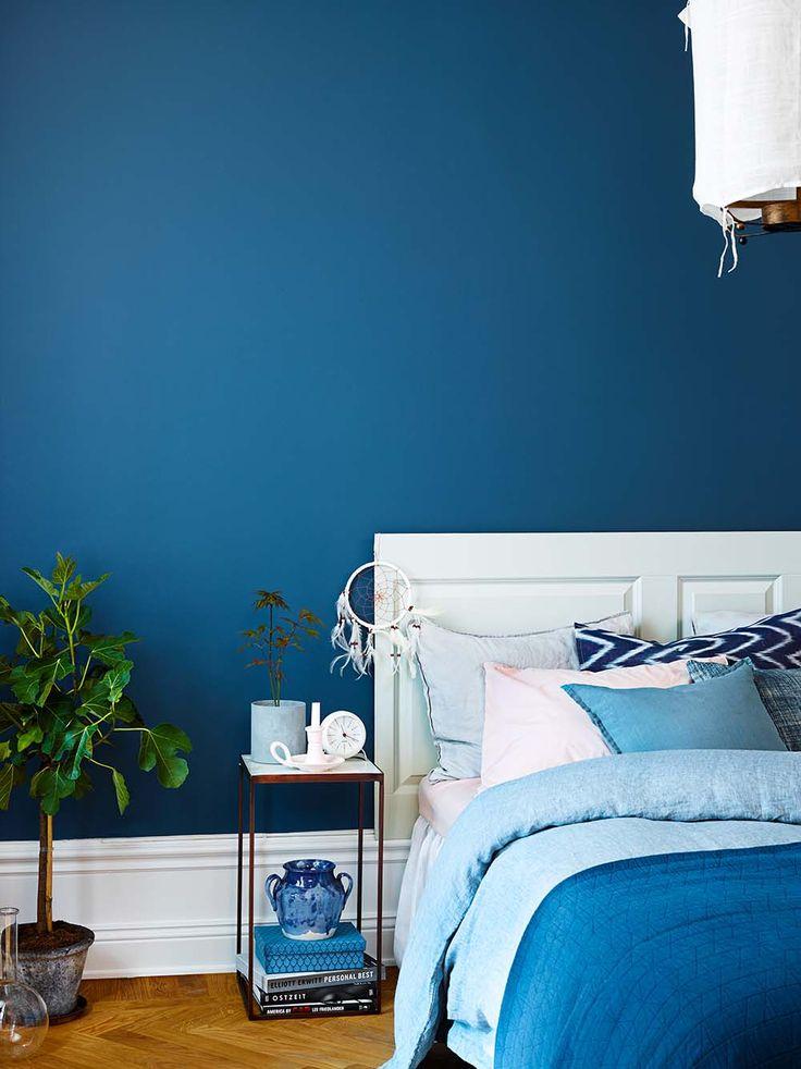 Blue bedroom! The wall is painted with Beckers Symfoni Ultramatt, color Himlavalv 746. Headboard: Symfoni lackfärg, color Porla 757.
