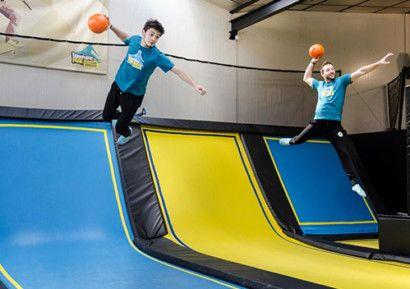 Profitez d'une activité trampoline en équipe suivie d'une soirée tapas dans un restaurant. https://goo.gl/g6DXF8
