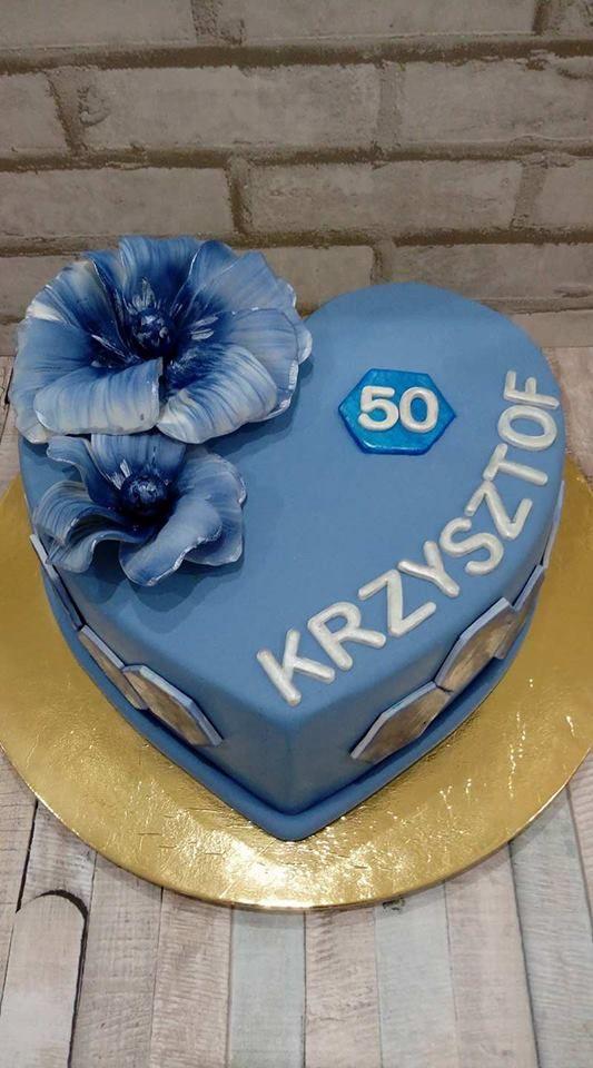 Tort na 50 urodziny z kwiatami