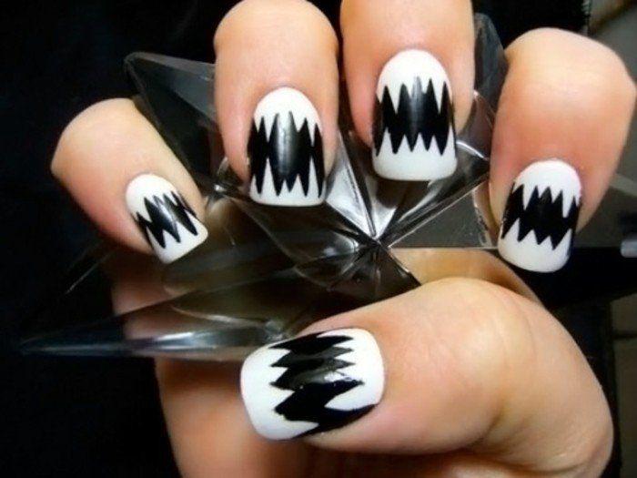 dessin sur ongle decoration creative en noir ongles blancs