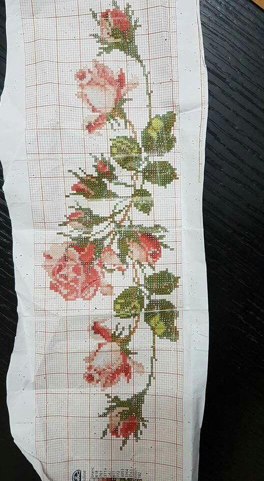 Toalha de Banho de Ponto de Cruz Rosas -  /  Cross Stitch Bath Towel Roses -