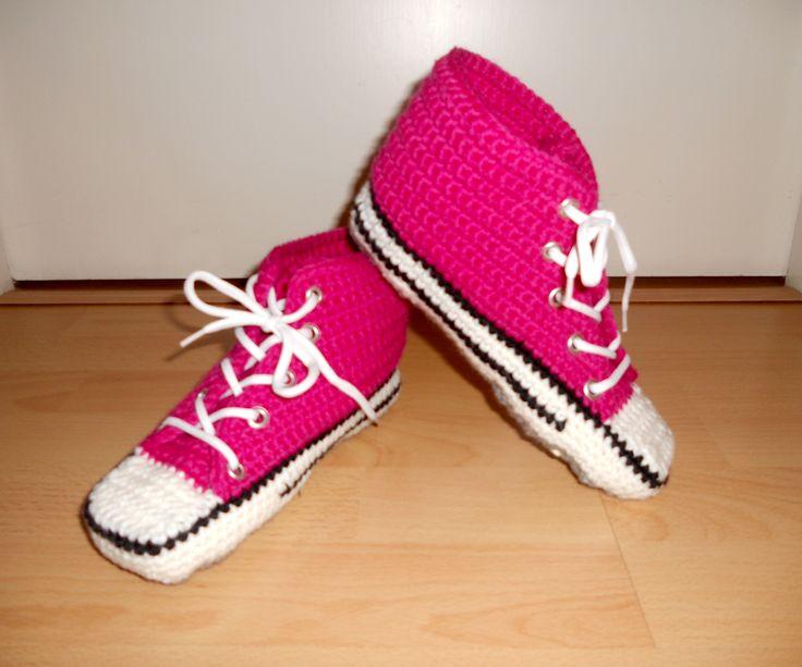Lapsenlapselleni tein joululahjaksi tämä virkatut tennarit, koko noin 36, väri fuksia. I made to my grandchild these  slippers for a Christmas present, size about 36, color fuchsia.