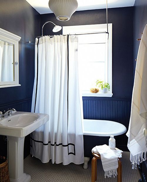Oh, how I would love a black bathroom. I would work well in a room with a window, not in my current window-less bathroom. Someday, someday.