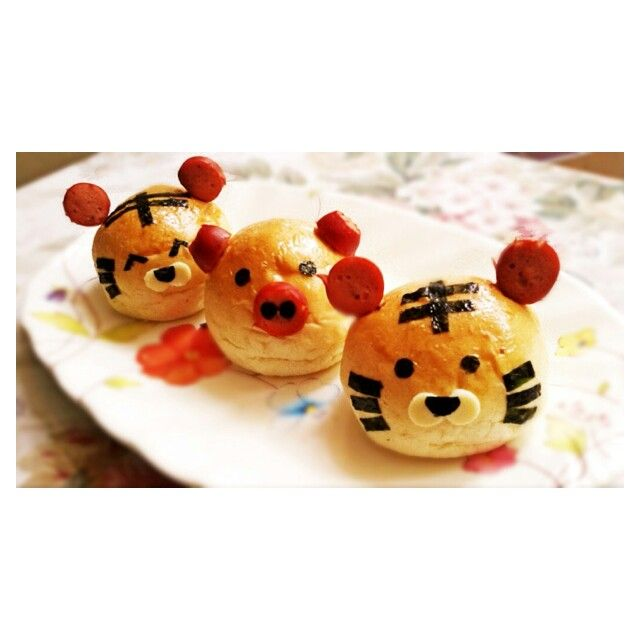 Tiger & piggy buns filled with sweet minced beef