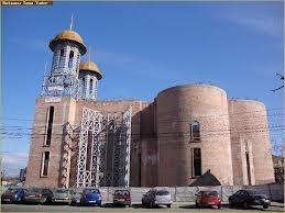 """Consiliului Judeţean Vrancea a decis să sprijine financiar construcţia Catedralei Ortodoxe """"Naşterea Maicii Domnului şi Sfânta Cuvioasă Parascheva"""", din municipiul Focşani"""". Angel Tîlvăr, deputat PSD de Vrancea, spune că, deşi lucrările sunt întârziate din cauza fostelor guverne pedeliste care nu au alocat fonduri pentru construirea lăcaşului de cult, proiectul poate deveni realitate."""