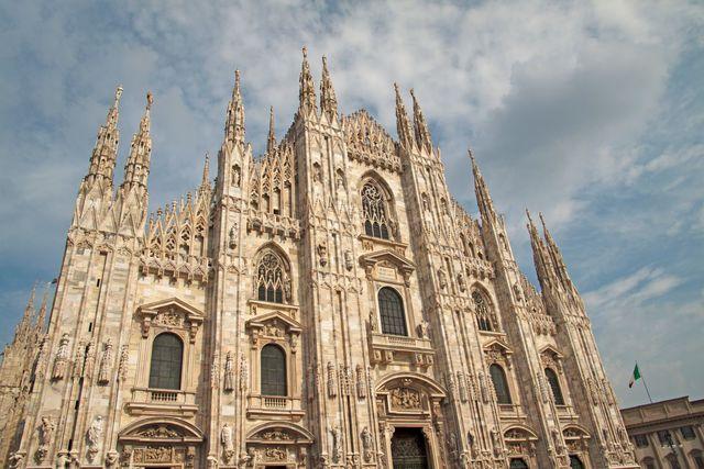 Le Duomo de Milan est la troisième plus grande église du monde. Piazza del Duomo, Milano, Italie