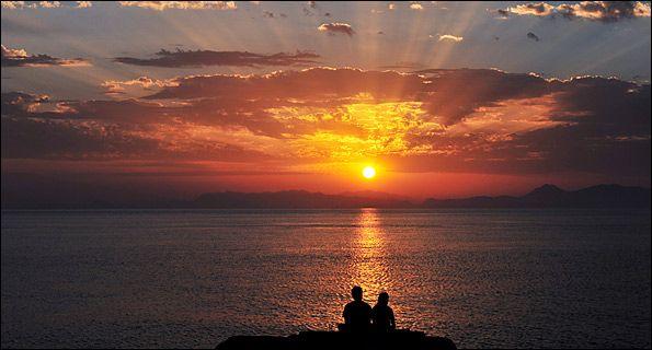 10 από τα εντυπωσιακότερα ηλιοβασιλέματα σε ελληνικά τοπία... | ΟΜΙΤΖΙ