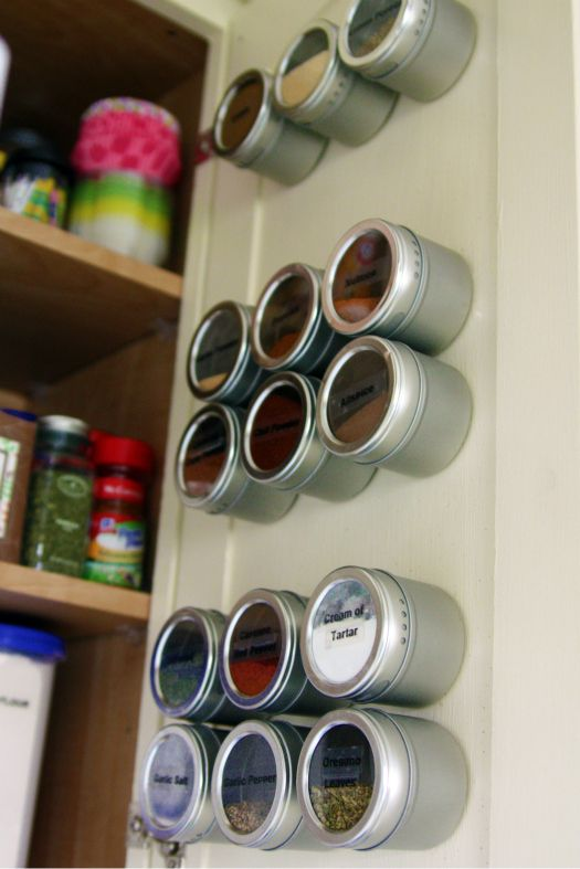 store spices on inside of cabinet door with use of magnetic paint!: Idea, Cupboards Doors, Spices Racks, Magnets Paintings, Cabinet Doors, Spices Jars, Spice Racks, Magnets Spices, Cabinets Doors