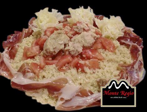Ensalada de cuscús con tomate, atún, queso y jamón ibérico #MonteRegio ¡vamos a comernos diciembre!