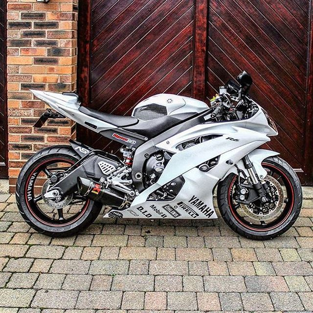 • Beautiful White R6 | @alexandermalikuk