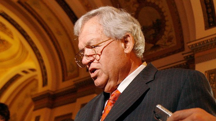 """Asked why Hastert was making the payments, the official said it was to conceal Hastert's past relationship with the male. """"It was sex,'' the source said. The other official confirmed that the misconduct involved sexual abuse. (photo: Dennis Hastert)"""