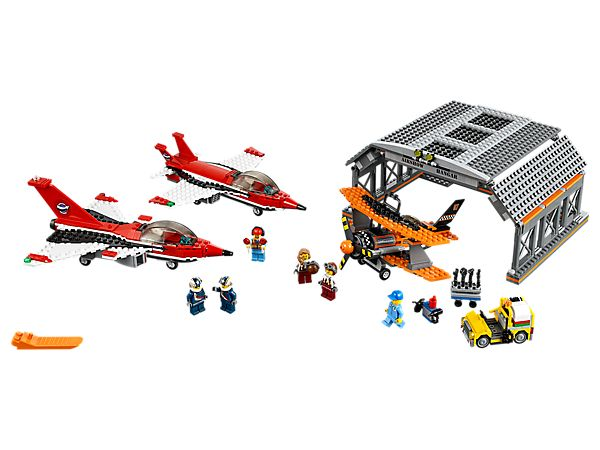 Head out to the Air Show at LEGO® City Airport!